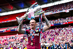 Glenn Whelan and Aston Villa celebrate after they win the Sky Bet Championship Play-Off Final 2-1 and secure promotion back to the Premier League - Rogan/JMP - 27/05/2019 - FOOTBALL - Wembley Stadium - London, England - Aston Villa v Derby County - Sky Bet Championship Play-Off Final.