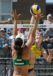 17-07-2014 NED: FIVB Grand Slam Beach Volleybal, Apeldoorn<br /> Poule fase groep G vrouwen - Julia Sude (2) GER