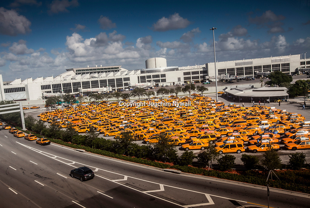 20151127 Miami  Florida USA <br /> Miami International Airport MIA<br /> Gula Taxi bilar utanf&ouml;r flygplatsen<br /> <br /> <br /> FOTO : JOACHIM NYWALL KOD 0708840825_1<br /> COPYRIGHT JOACHIM NYWALL<br /> <br /> ***BETALBILD***<br /> Redovisas till <br /> NYWALL MEDIA AB<br /> Strandgatan 30<br /> 461 31 Trollh&auml;ttan<br /> Prislista enl BLF , om inget annat avtalas.