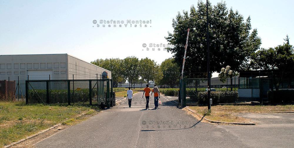 Roma 29 Agosto 2008.Centro accoglienza rifugiati di Castelnuovo di Porto..L'ingresso.Refugee acceptance centre of Castelnuovo di Porto..Entry