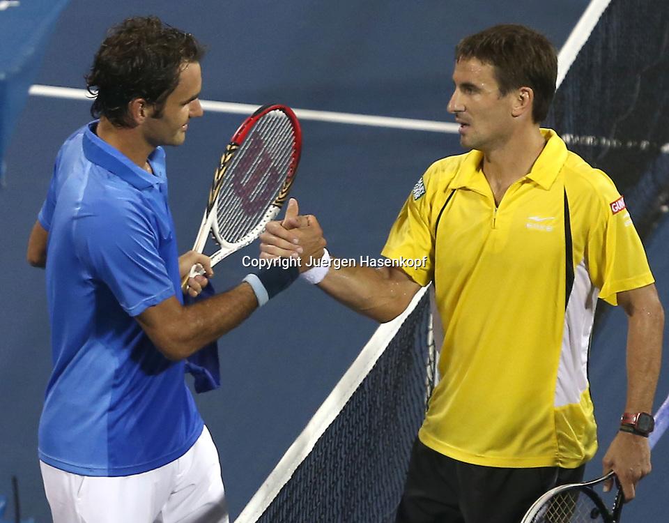US Open 2013, USTA Billie Jean King National Tennis Center, Flushing Meadows, New York,<br /> ITF Grand Slam Tennis Tournament .<br /> L-R. Roger Federer(SUI) gratuliert dem Sieger Tommy Robredo (ESP),<br /> Halbkoerper,Querformat,
