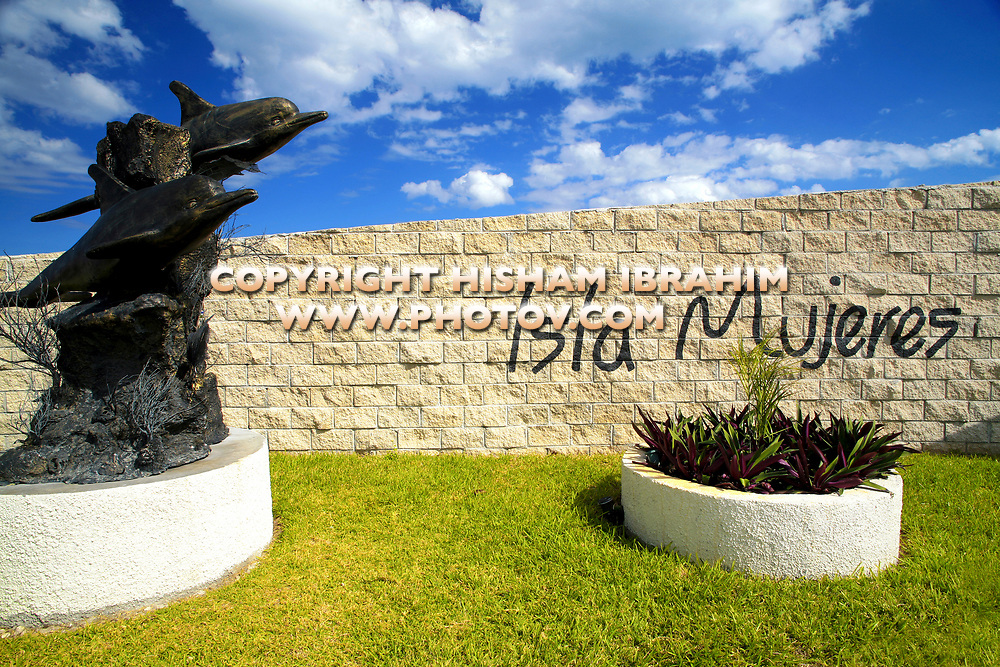 Mexico, Cancun, Isla Mujeres, dolphin sculpture by welcome sign