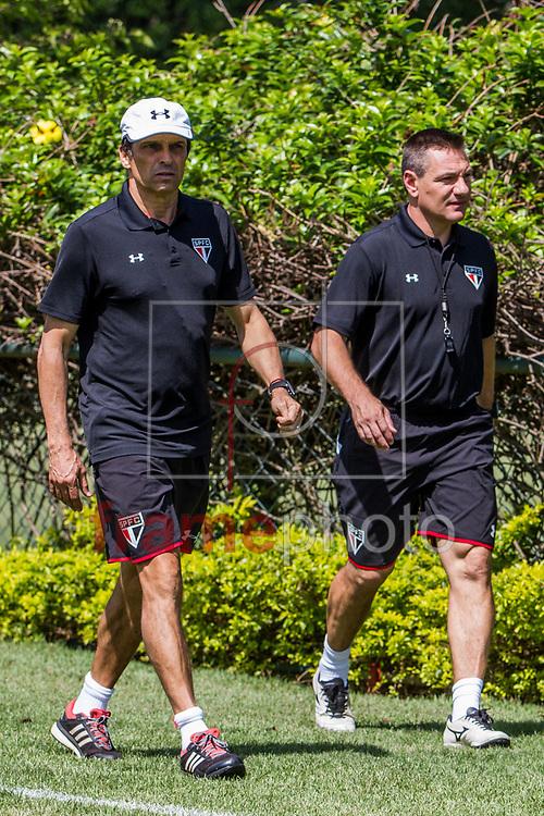São Paulo, SP – 08/10/2015 – Milton Cruz e Doriva durante treino do São Paulo, no CT da Barra Funda, no primeiro dia do técnico no comando da equipe. CARLA CARNIEL/FRAME