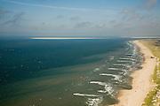 Nederland, Noord-Holland, Callantsoog, 14-07-2008; Noordzeekust ter hoogte van Callantsoog - Kop van Noord-Holland; strekdammen beschermen zeereep (kustlijn, duinenrij) tegen verdere afslag; aan de horizon links Noorderhaaks, rechts Texel .Northsea coast, the dams acts as breakwaters and protect the coast with dunes and hinterland;. .luchtfoto (toeslag); aerial photo (additional fee required); .foto Siebe Swart / photo Siebe Swart