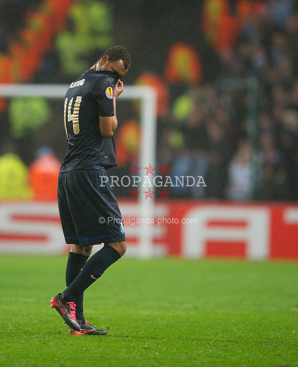 MANCHESTER, ENGLAND - Wednesday, February 22, 2012: FC Porto's Rolando walks off dejected after being sent off for a second yellow card during the UEFA Europa League Round of 32 2nd Leg match against Manchester City at City of Manchester Stadium. (Pic by David Rawcliffe/Propaganda)