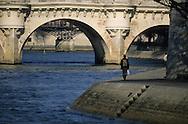 France. Paris. 1st district . the quai du Louvre along the Seine river, Le quai du Louvre longe la Seine