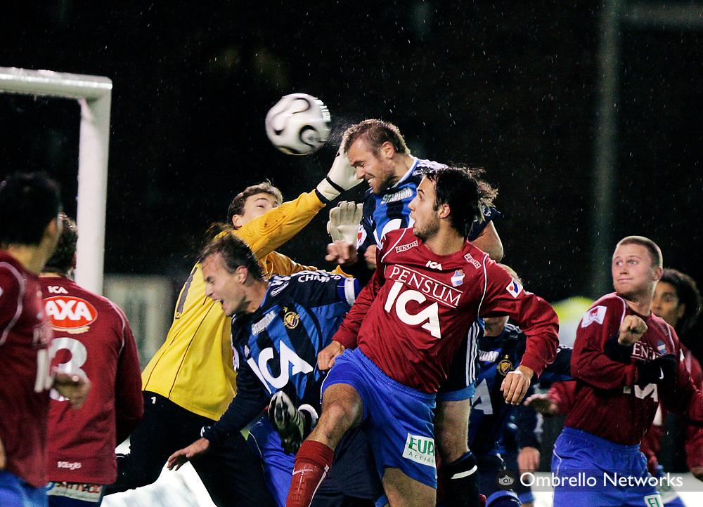 STOCKHOLM 061030<br /> ALLSVENSKAN FOTBOLL DJURG&Aring;RDEN vs &Ouml;STER<br /> I bild: Mattias Jonsson nickar in 2-0
