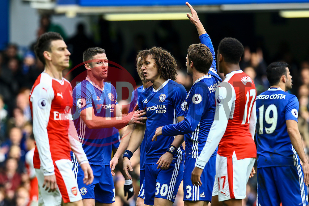 Chelsea players argu among themselves - Mandatory by-line: Jason Brown/JMP - 04/01/2017 - FOOTBALL - Stamford Bridge - London, England - Chelsea v Arsenal - Premier League