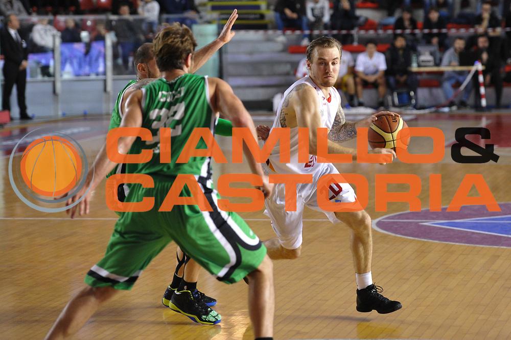 DESCRIZIONE : Roma LNP A2 2015-16 Acea Virtus Roma Mens Sana Basket 1871 Siena<br /> GIOCATORE : Alan Voskuil<br /> CATEGORIA : palleggio<br /> SQUADRA : Acea Virtus Roma<br /> EVENTO : Campionato LNP A2 2015-2016<br /> GARA : Acea Virtus Roma Mens Sana Basket 1871 Siena<br /> DATA : 06/12/2015<br /> SPORT : Pallacanestro <br /> AUTORE : Agenzia Ciamillo-Castoria/G.Masi<br /> Galleria : LNP A2 2015-2016<br /> Fotonotizia : Roma LNP A2 2015-16 Acea Virtus Roma Mens Sana Basket 1871 Siena