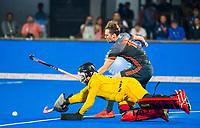 BHUBANESWAR, INDIA -  Mirco Pruyser (Ned) ziet zijn shoot-out gestopt worden door keeper Vincent Vanasch (Belgie)  tijdens de  finale tussen België en Nederland bij het WK Hockey heren in het Kalinga Stadion. COPYRIGHT KOEN SUYK