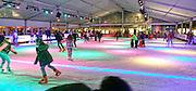 Nederland,Wijchen, 22-12-2016Wijchen schaatst. Op de markt is in een tent een grote overdekte ijsbaan aangelegd.Foto: Flip Franssen