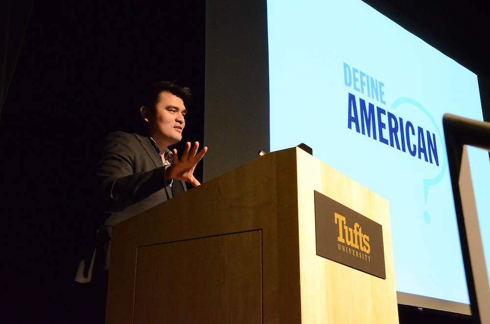 16/3/2 – Medford/Somerville, MA – Jose Antonio Vargas speaks about race, immigration, and identity in America, in Cohen Auditorium on March. 2, 2016. (Ziqing Xiong / The Tufts Daily)
