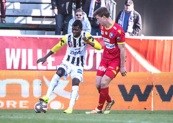 16.02.2019, TGW Arena, Pasching, AUT, OeFB Uniqa Cup, LASK vs SKN St. Pölten, Viertelfinale, im Bild v.l. Yusuf Olaitan Otubanjo (LASK), Daniel Drescher (SKN St.Poelten) // during the quaterfinal match of the ÖFB Uniqa Cup between LASK and SKN St. Pölten at the TGW Arena in Pasching, Austria on 2019/02/16. EXPA Pictures © 2019, PhotoCredit: EXPA/ Reinhard Eisenbauer