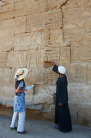 Afrique du Nord, Egypte, Louxor, Temple de Louxor, Patrimoine mondial de l'UNESCO, Vallée du Nil, rive gauche du Nil, touriste // Africa, Egypt, Louxor, Temple of Luxor, World Heritage of the UNESCO, east bank of the river Nile, tourist