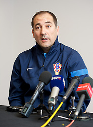 SWANSEA, WALES - Monday, March 25, 2013: Croatia's head coach Igor Stimac during a press conference at the Liberty Stadium ahead of the 2014 FIFA World Cup Brazil Qualifying Group A match against Wales. (Pic by David Rawcliffe/Propaganda)