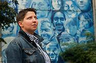 """Daniela Matijevic, die 1999 als Soldatin (Rettungssanitäterin) im Kosovo war, kam traumatisiert wieder und hat über ihre Erfahrungen ein Buch geschrieben (Titel: """"Mit der Hölle hätte ich leben können"""")"""