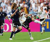 v.l. Fabricio Coloccini, Lukas Podolski Deutschland<br /> Fussball WM 2006 Viertelfinale Deutschland - Argentinien<br /> Tyskland - Argentina<br /> Norway only