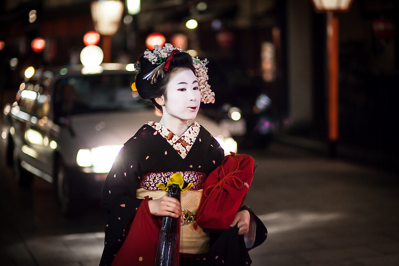 Maiko in the Gion district of Kyoto, Japan