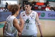 DESCRIZIONE :Siena  Lega A 2011-12 Montepaschi Siena Cimberio Varese Play off gara 1<br /> GIOCATORE : Ksistof Lavrinovic<br /> CATEGORIA : fair play<br /> SQUADRA : Montepaschi Siena<br /> EVENTO : Campionato Lega A 2011-2012 Play off gara 1 <br /> GARA : Montepaschi Siena Cimberio Varese<br /> DATA : 17/05/2012<br /> SPORT : Pallacanestro <br /> AUTORE : Agenzia Ciamillo-Castoria/ GiulioCiamillo<br /> Galleria : Lega Basket A 2011-2012  <br /> Fotonotizia : Siena  Lega A 2011-12 Montepaschi Siena Cimberio Varese Play off gara 1<br /> Predefinita :