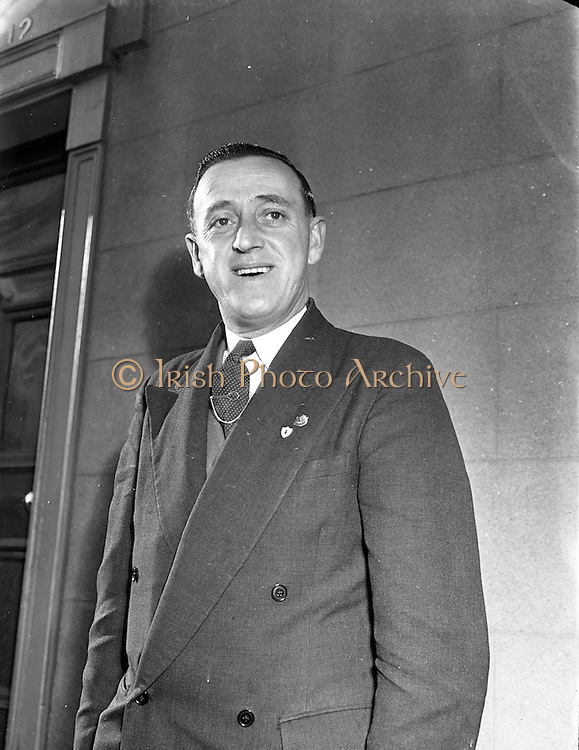 01/02/1953<br /> 02/01/1953<br /> 01 February 1953<br /> Mr. Alec Crean, Representative of Cork Athletic Football Club in Dublin.