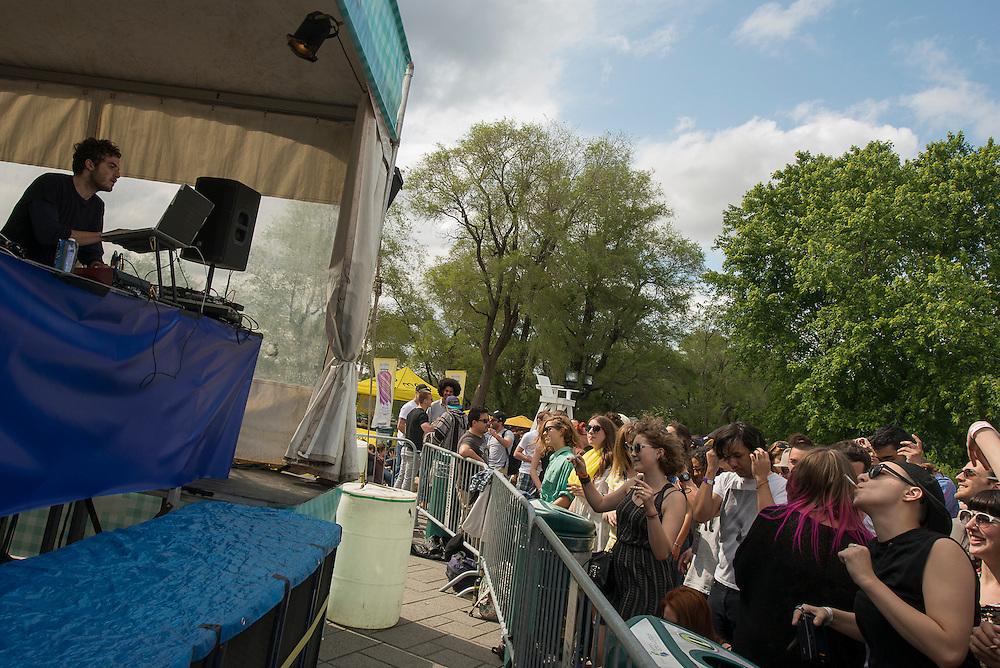 Nicolas Jaar Dj Set (CL), MUTEK // Piknic, Parc Jean-Drapeau 3 juin 2012.