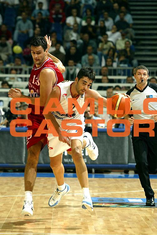 DESCRIZIONE : Belgrado Belgrade Eurobasket Men 2005 Croazia Spagna <br /> GIOCATORE : Navarro Mamic<br /> SQUADRA : Croazia Croatia Spagna Spain<br /> EVENTO : Eurobasket Men 2005 Campionati Europei Uomini 2005<br /> GARA : Croazia Spagna Croatia Spain<br /> DATA : 23/09/2005<br /> CATEGORIA :<br /> SPORT : Pallacanestro<br /> AUTORE : Ciamillo&amp;Castoria/Fiba Europe Pool