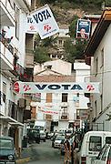 Spanje, omgeving Granada/Siera Nevada 1999Verkiezingskoorts t.b.v. locale en Europese verkiezingenPP= Partido PopularIU= Izquierda UnidaFoto: Flip Franssen