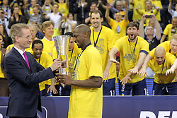 12.04.2015, Brose Arena, Bamberg, GER, Beko Basketball BL, Brose Baskets Bamberg vs EWE Baskets Oldenburg, Top Four 2015, Finale, im Bild Links Jan Pommer rechts Rickey Paulding ( EWE Baskets Oldenburg ) // during the Beko Basketball Bundes league TOP FOUR 2015 final match between Brose Baskets Bamberg and EWE Baskets Oldenburg at the Brose Arena in Bamberg, Germany on 2015/04/12. EXPA Pictures © 2015, PhotoCredit: EXPA/ Eibner-Pressefoto/ Langer<br /> <br /> *****ATTENTION - OUT of GER*****