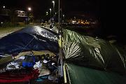 Migranti accampati sugli scogli di Ponte San Lodovico al confine con la Francia. Ventimiglia, 21 giugno 2015. Guido Montani / OneShot<br /> <br /> Migrants displaced on the rocks close to the France-Italy border in Ventimiglia. Ventimiglia, 21 june 2015. Guido Montani / OneShot