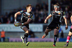 Henry Slade of Exeter Chiefs looks to pass the ball - Photo mandatory by-line: Patrick Khachfe/JMP - Mobile: 07966 386802 07/03/2015 - SPORT - RUGBY UNION - Exeter - Sandy Park - Exeter Chiefs v London Welsh - Aviva Premiership
