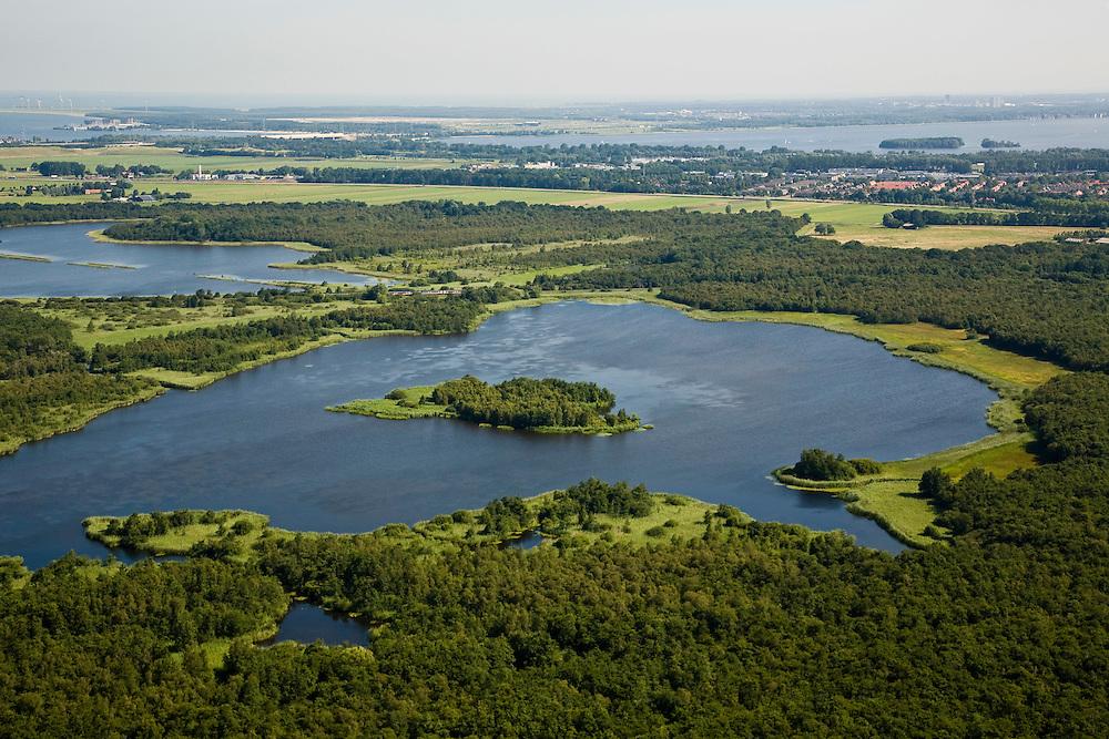 Nederland, Noord-Holland, Naarden, 14-07-2008; natuurgebied Naardermeer, oudste en een van de bekenste natuurreservaten van Nederland, bezit van de Vereniging voor Natuurmonumenten (grondlegger Jac. P. Thijsse); natuurreservaat, gezien naar het Noorden (Gooimeer met  Almere-Haven), rechts Naarden.momenteel wordt het gebied uitsluitend doorsneden door de spoorlijn Weesp - Naarden/Bussum, er zijn echter plannen om een nieuwe weg aan te leggen vlak langs en onder het gebied,namleijk tussen het nabij gelegen Almere en Amstelveen (en door naar Schiphol) dit in verband met de fileproblematiek rond de hoofdstad; Rijkswaterstaat overweegt echter de Gaasperdammerweg te verbreden ivm die files en zo het Naardermeer te sparen; . .luchtfoto (toeslag); aerial photo (additional fee required); .foto Siebe Swart / photo Siebe Swart