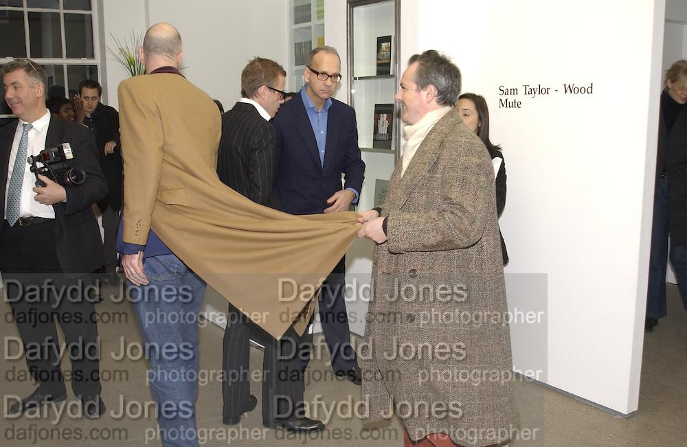 Adrian Dannat. Sam Taylor Wood opening. White Cube. London. 22 Nov 2001. © Copyright Photograph by Dafydd Jones 66 Stockwell Park Rd. London SW9 0DA Tel 020 7733 0108 www.dafjones.com