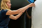 Een teamlid maakt de VeloX klaar voor de test. In Delft wordt de nieuwe VeloX  9 getest in de windtunnel. In september wil het Human Power Team Delft en Amsterdam, dat bestaat uit studenten van de TU Delft en de VU Amsterdam, tijdens de World Human Powered Speed Challenge in Nevada een poging doen het wereldrecord snelfietsen voor vrouwen te verbreken met de VeloX 9, een gestroomlijnde ligfiets. Het record is met 121,81 km/h sinds 2010 in handen van de Francaise Barbara Buatois. De Canadees Todd Reichert is de snelste man met 144,17 km/h sinds 2016.<br /> <br /> With the VeloX 9, a special recumbent bike, the Human Power Team Delft and Amsterdam, consisting of students of the TU Delft and the VU Amsterdam, also wants to set a new woman's world record cycling in September at the World Human Powered Speed Challenge in Nevada. The current speed record is 121,81 km/h, set in 2010 by Barbara Buatois. The fastest man is Todd Reichert with 144,17 km/h.