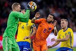 10-10-2017 NED: WK kwalificatie Nederland - Zweden, Amsterdam<br /> Oranje heeft Zweden met 2-0 verslagen. Het moest met zeven doelpunten verschil halen om nog kans te maken op plaatsing voor het WK. / Robin Olsen #1 of Sweden, Andreas Granqvist #4 of Sweden, Tony Vilhena #8 of Netherlands, Sebastian Larsson #7 of Sweden