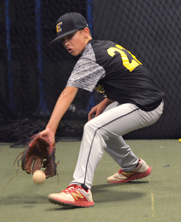 gbs073117m/SPORTS -- Eastdale Little Leaguer Trevor Martinez fields a ball during an indoor practice because of rain at the Back 2Back batting cages on Monday, July 31, 2017. (Greg Sorber/Albuquerque Journal)