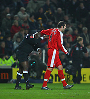 Photo: Andrew Unwin.<br />Hull City v Middlesbrough. The FA Cup. 06/01/2007.<br />Middlesbrough's Mark Viduka (R) shares a moment with the referee, Uriah Rennie (L).
