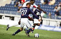 Fotball, Treningskamp, 16/07-05,<br />Viking Stadion, Viking - Birmingham City,<br />Emile Heskey - Frode Hansen,<br />Foto: Sigbjørn Andreas Hofsmo, Digitalsport