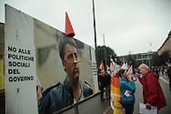 Contestazione al Jobs Act di Matteo Renzi. Presidio dei sindacati auronomi. Milano, 8 ottobre 2014.