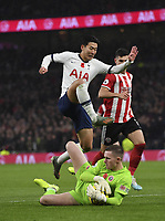 Football - 2019 / 2020 Premier League - Tottenham Hotspur vs. Sheffield United<br /> <br /> Sheffield United's Dean Henderson holds off the challenge from Tottenham Hotspur's Son Heung-Min, at Tottenham Hotspur Stadium.<br /> <br /> COLORSPORT/ASHLEY WESTERN