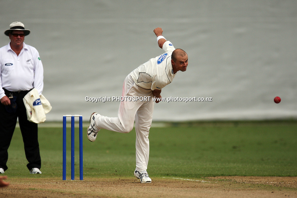 Chris Martin bowling, Plunket Shield, 4 day domestic cricket. Auckland Aces v Wellington Firebirds, Colin Maiden Park, Auckland. 22 March 2011. Photo: William Booth/photosport.co.nz
