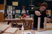 L'artisanat est une partie importante de l'économie de la Gruyère. A l'école du bois les apprentis peuvent acquérir les différentes compétences nécessaires à la pratique du métier d'ébeniste, de menuisier ou de charpentier.