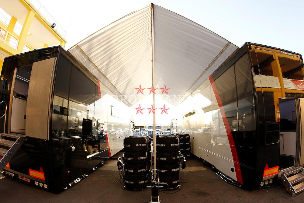 Motorsports / Formula 1: World Championship 2011, Test Valencia, sauber Truck, reifen, LKW, Paddock