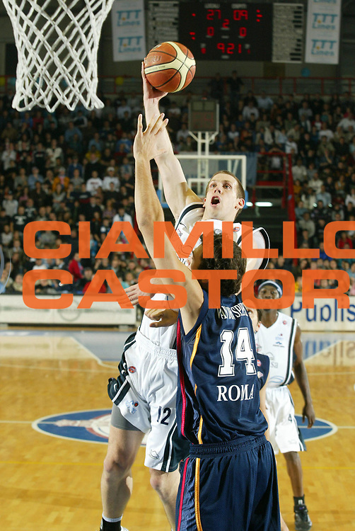 DESCRIZIONE : Napoli Lega A1 2005-06 Carpisa Napoli Basket-Lottomatica Virtus Roma<br /> GIOCATORE : Rocca<br /> SQUADRA : Carpisa Napoli Basket<br /> EVENTO : Campionato Lega A1 2005-2006<br /> GARA : Carpisa Napoli Basket Lottomatica Virtus Roma<br /> DATA : 06/01/2006 <br /> CATEGORIA : <br /> SPORT : Pallacanestro <br /> AUTORE : Agenzia Ciamillo-Castoria/G.Ciamillo<br /> Galleria : Lega Basket A1 2005-2006<br /> Fotonotizia : Napoli Lega A1 2005-06 Carpisa Napoli Basket Lottomatica Virtus Roma  <br /> Predefinita :