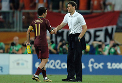 25-06-2006 VOETBAL: FIFA WORLD CUP: NEDERLAND - PORTUGAL: NURNBERG<br /> Oranje verliest in een beladen duel met 1-0 van Portugal en is uitgeschakeld / Marco van Basten en SIMAO SABROSA <br /> ©2006-WWW.FOTOHOOGENDOORN.NL