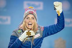 27.02.2019, Seefeld, AUT, FIS Weltmeisterschaften Ski Nordisch, Seefeld 2019, Langlauf, Damen, 10km klassisch, Siegerehrung, im Bild Weltmeisterin und Goldmedaillengewinnerin Therese Johaug (NOR) // World champion and gold medalist Therese Johaug of Norway during the winner ceremony for the men's cross country 15km classic competition of FIS Nordic Ski World Championships 2019. Seefeld, Austria on 2019/02/27. EXPA Pictures © 2019, PhotoCredit: EXPA/ Johann Groder