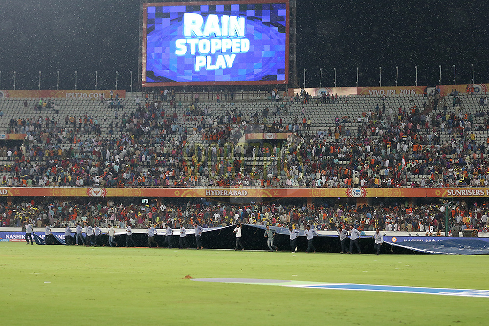 Groundsmen brings covers back as rain stops play again during match 22 of the Vivo IPL 2016 (Indian Premier League ) between the Sunrisers Hyderabad and the Rising Pune Supergiants held at the Rajiv Gandhi Intl. Cricket Stadium, Hyderabad on the 26th April 2016<br /> <br /> Photo by Faheem Hussain / IPL/ SPORTZPICS