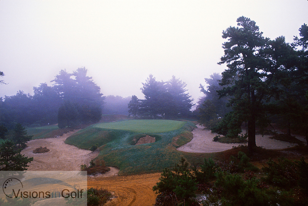 PINE VALLEY GC-10TH HOLE, USA, Photo Robert Walker