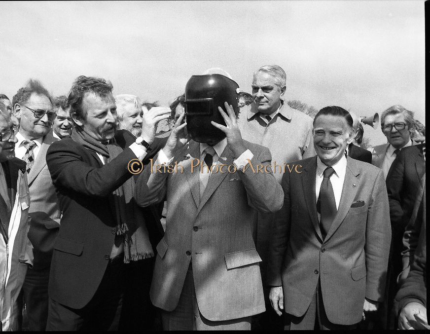 Cork / Dublin Gas Pipeline.28.04.1982.04.28.1982.28th April 1982.1982...At Brownbarn,Kingswood,Dublin the Minister for Industry and Energy, Mr Albert Reynolds T.D. performed the ceremonial first weld to officially start the project..Minister Reynolds Addresses the assembled audience from the podium. The pipe line was an Irish /Dutch project with Irishenco and NACAP as contractors..Minister Reynolds is fitted for a welders helmet.