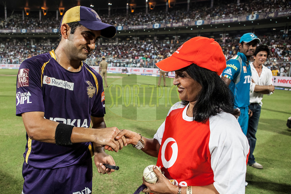 KKR captain Gautam Gambhir(L) signing the vodafone ball during match 47 of the the Indian Premier League ( IPL) 2012  between The Kolkata Knight Riders and The Pune Warriors India held at the Eden Gardens Stadium in Kolkata on the 5th Mayl2012..Photo by Saikat Das/IPL/SPORTZPICS