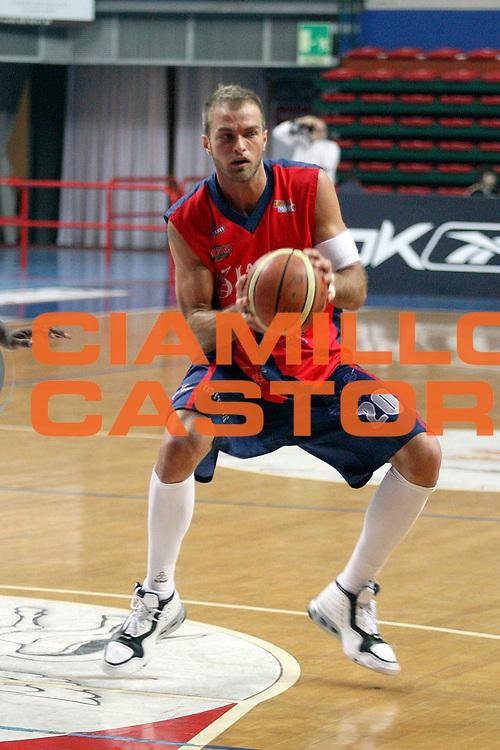 DESCRIZIONE : Montecatini Lega A2 2007-08 Agricola Gloria Montecatini Indesit Fabriano<br /> GIOCATORE : Soloperto Mattia<br /> SQUADRA : Agricola Gloria Montecatini<br /> EVENTO : Campionato Lega A2 2007-2008<br /> GARA : Agricola Gloria Montecatini Indesit Fabriano<br /> DATA : 15/02/2008<br /> CATEGORIA : Palleggio<br /> SPORT : Pallacanestro<br /> AUTORE : Agenzia Ciamillo-Castoria/Stefano D'Errico
